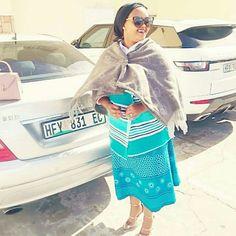 Hot Xhosa Makoti African Print Dresses, African Print Fashion, African Wear, African Fashion Dresses, African Dress, Traditional African Clothing, Traditional Dresses, Xhosa Attire, Shweshwe Dresses