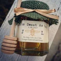 honey wedding favors by miss shelley | http://emmalinebride.com/favors/honey-wedding-favors-mini-jars/