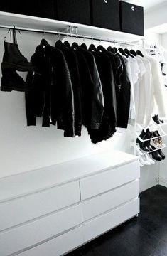 armario preto no branco