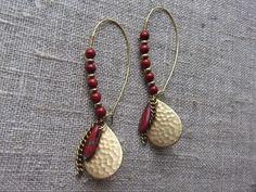Earrings / Øreringe.  Red dangle earrings made of brass,red glass and gemstone.  www.bulowssmykker55.amioamio.com