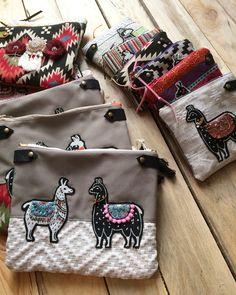 Pochette lama brodée à la main par Ipikan #embroidery #hippie