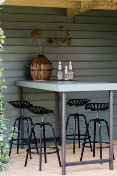 | barset | tuinhuis | veranda Chill Room, House Styles, Outdoor Rooms, Industrial Chic Interior, Outdoor Inspirations, Outdoor Kitchen, Home And Garden, Interior Garden, Garden Inspiration