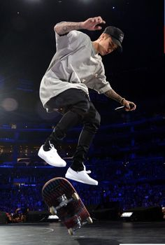 "Singer/songwriter Justin Bieber skateboards onstage during an evening with Justin Bieber to celebrate the release of ""Purpose"" at Staples Center on November 2015 in Los Angeles, California. Get premium, high resolution news photos at Getty Images Justin Bieber Shoes, Justin Bieber 2015, Justin Bieber Images, Justin Bieber Outfits, Justin Bieber Style, Justin Bieber Clothes, Justin Bieber Fashion, Justin Bieber Hoodie, Outfit Man"