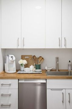 For a studio apartment, Julia's kitchen is actually quite decent. We're loving the cutting-board countertop. #refinery29 http://www.refinery29.com/homepolish/69#slide-15