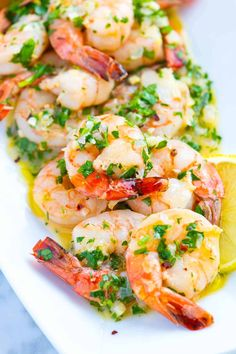 Tips for making healthy shrimp scampi Defrost the shrimp fully before cooking. It's hard to find wild caught fresh shrimp in Michigan, so I buy it frozen. If you're using frozen shrimp, thaw it with running cold water for a few minutes to remove all Easy Healthy Pasta Recipes, Healthy Pastas, Fish Recipes, Easy Dinner Recipes, Seafood Recipes, Easy Meals, Cooking Recipes, Healthy Food, Healthy Shrimp Scampi