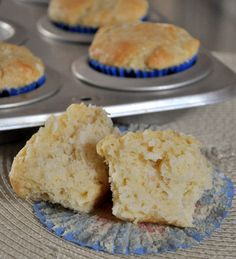 Vanilla Coconut Muffin 2 cups all purpose flour 2 tsp baking powder tsp salt 1 cup sugar 2 cups shredded coconut (sweetened or unsweetened) 2 large eggs 1 cup milk (regular or coconut) 1 tbsp vanilla extract 5 tbsp butter, melted. Healthy Muffin Recipes, Healthy Baking, Coconut Recipes, Baking Recipes, Cupcake Cakes, Muffin Cupcake, Cupcakes, Coconut Muffins, How Sweet Eats