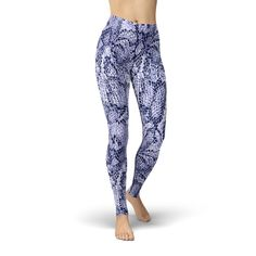 These are the comfiest leggings ever. Plus, who doesn't love a fun pair of printed leggings you can show off at yoga or the gym?! So fun! Leggings make the best (and comfiest) outfits! #leggings #fashionblogger #ootd