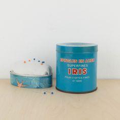 Lata azul de agujas de Bélgica | Antic&Chic