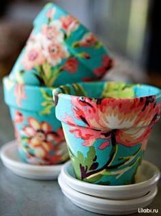 Декорирование цветочных горшков с помощью ткани и краски
