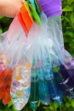 Sensory Water Bead Bags for Babies and Toddlers // Bolsas de estimulación de sentidos con bolitas de agua