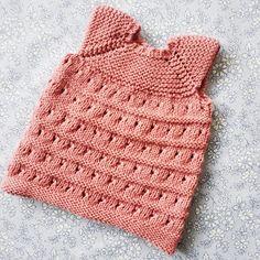TUSINDFRYD: Strikket Dukketøj - Gratis Strikkeopskrift Knitting Dolls Clothes, Baby Born, Diy Doll, Doll Patterns, Diy Clothes, Diy And Crafts, Projects To Try, Crochet Hats, Sewing