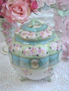 Rose Tea Cottage: Tea or Biscuit Jar Antique China, Vintage China, Rose Tea, Tea Roses, Vintage Dishes, Antique Dishes, Vintage Items, Deco Table, Chocolate Pots