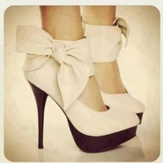 Chaussures . Talons Noeud Beige