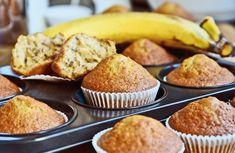 Egy finom Egyszerű banános muffin reggelire ebédre vagy vacsorára? Egyszerű banános muffin reggelire Receptek a Mindmegette.hu Recept gyűjteményében! Banana Bread Muffins, Ciabatta, Cupcakes, Breakfast, Food, Diy, Crafts, Sweets, Banana Bread