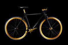 Mit dem Goldencycle One ist ein glänzender Auftritt garantiert. Der mattschwarze Rahmen wird vonGold eloxierten Aluminiumteile begleitet, die so für eine außergewöhnliche und edle Optik sorgen. Da...