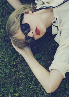 60 Awesome Photoshoot Taylor Swift Style to Copy - Fashionetter Taylor Swift Rojo, Taylor Swift Red Album, Taylor Swift Photoshoot, Estilo Taylor Swift, All About Taylor Swift, Long Live Taylor Swift, Red Taylor, Taylor Swift Style, Taylor Swift Pictures