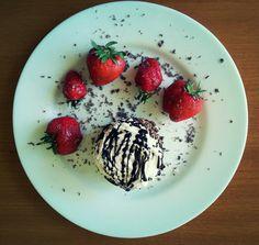 Cake & strawberries