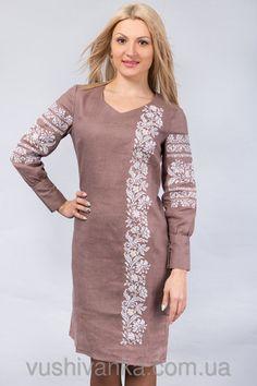 Вышитое платье с манжетами