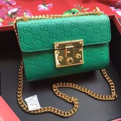 Gucci AW 2016 Padlock Gucci Signature shoulder bag Green