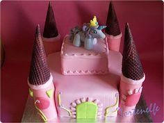 Tortenelfes Blog - Backe, backe, Kuchen ...: Filly Schloss-Torte für Tabea