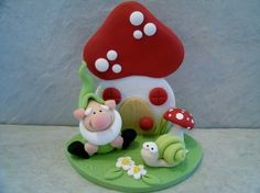 Gnome and Mushroom House  Snail  Garden  von countrycupboardclay