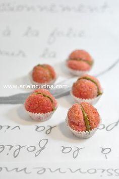 Blog di cucina di Aria: Peschine dolci con crema al pistacchio