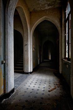 © Tom Kirsch. Intersection of hallways; Valmea Convent, Mechelen, Antwerp, Belgium.