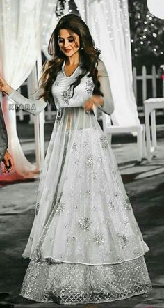 Select From more that Designer Exclusive Styles An amazing collection of photographs of the latest bridal lehenga designs and styles for Bangladeshi, Indian and Pakistani brides. Indian Gowns Dresses, Indian Fashion Dresses, Dress Indian Style, Indian Designer Outfits, Pakistani Dresses, Indian Outfits, Girls Dresses, Lehenga Designs, Salwar Designs