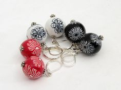 Kontraste  earring Polymer Clay, millefiori, black, white, or red  Ohrringe Fimo Brisuren... von filigran-Design   auf DaWanda.com
