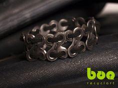 Pulseras hechas con cadenas de bici recicladas. Recycled chain bike bracelet. Boorecyclart.