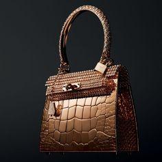 La classifica delle 3 borse di lusso più costose al mondo. A cura di Giusy Abatematteo. Qual è l' accessorio...