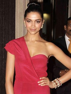 A lot has happened in my life this year, says Deepika Padukone! - http://www.bolegaindia.com/gossips/A_lot_has_happened_in_my_life_this_year_says_Deepika_Padukone-gid-37254-gc-6.html