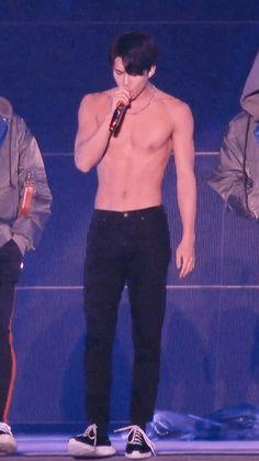 he has such a nice body😍 Hunhan, Kyungsoo, Chanyeol, Sehun Hot, Sexy Asian Men, Exo Concert, Kim Minseok, Exo Memes, Kpop Guys