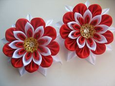 Diy Ribbon Flowers, Paper Flowers Craft, Cloth Flowers, Kanzashi Flowers, Ribbon Art, Ribbon Crafts, Flower Crafts, Fabric Flowers, Fabric Crafts