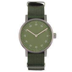Det var på tiden! Basic är VOID Watches tredje produktserie och är en stilren, minimalistisk klocka med en boett i rostfritt stål. Det välvda glaset är gjort i mineralkristall för extra hållighet och fulländar denna design. Boett: Rostfritt stål. Armband: Grön nylon. Ø 38mm.
