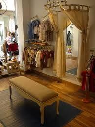 tiendas de ropa con estilo - Buscar con Google Boutique Decor, Boutique Interior, Shop Interior Design, Store Design, Mobile Boutique, Boutique Ideas, Mobile Shop, Store Interiors, Consignment Shops