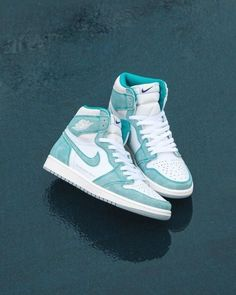 Dr Shoes, Cute Nike Shoes, Swag Shoes, Cute Sneakers, Nike Air Shoes, Hype Shoes, Green Sneakers, Retro Sneakers, Shoes Sneakers