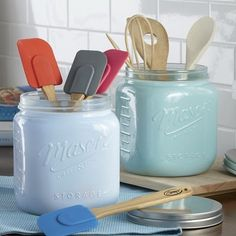 Our Mason Jar Canister is perfect for holding cookies or kitchen utensils Painted BPA-free glass is stain resistant and does not react with food or odor. Mason Jar Projects, Mason Jar Crafts, Mason Jar Diy, Mason Jar Kitchen Decor, Ball Mason Jars, Pioneer Woman Kitchen, Kitchen Redo, Kitchen Ideas, Kitchen Layout