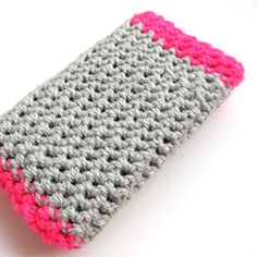 Crochet this simple phone case! Suitable for beginners!  Maybe this would help me find my cell phone in my purse
