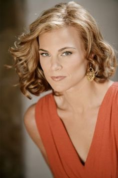 Oh my Phyllis is up and walking around watch out Kelly! Soap Opera Stars, Soap Stars, Beauty Bar, Hair Beauty, Gina Tognoni, Eric Young, Natural Redhead, Young And The Restless, American Women