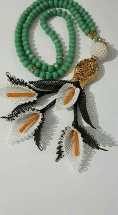 Moda Emo, Needle Lace, Lace Making, Crochet Flowers, Needlework, Beaded Bracelets, Fabric, Jewelry, Asd