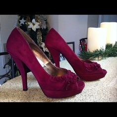 Steve Madden Burgundy Suede Pumps 7.5 These pumps are preowned and still in good condition. Steve Madden Shoes Heels