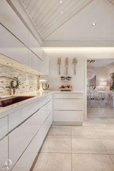 Sisustus  - Keittiö - Moderni House Design, White Kitchen, Dream Kitchen, Home, Kitchen Decor, Kitchen Dining, Home Kitchens, Interior Deco, Kitchen Design