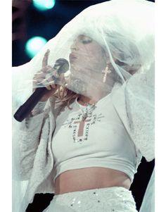 Pop singer Madonna performs onstage in 1985 in St. Madonna Rare, Madonna 80s, Lady Madonna, Vogue Paris, Rihanna, Veronica, La Madone, Madonna Photos, Dalida