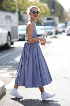Summer dress and trainers – perfect match Stylish outfit ideas for women who love fashion! Summer dress and trainers – perfect match Stylish outfit ideas for women who love fashion! Fashion Week Paris, Look Fashion, Daily Fashion, Womens Fashion, Fashion Trends, Indie Fashion, Fashion Weeks, Ethical Fashion, Dress Fashion