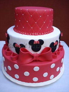 Mis pasteles Mickey And Minnie Cake, Bolo Mickey, Minnie Mouse Birthday Cakes, Mickey Cakes, Birthday Cake Girls, Mini Mouse Cake, Fake Cake, Pretty Cakes, Themed Cakes