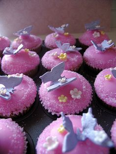 Lavender Butterfly and Pink Fondant Cupcakes Sweet Cupcakes, Fondant Cupcakes, Cupcake Cakes, Butterfly Cupcakes, Butterfly Party, Cake Frosting Recipe, Frosting Recipes, Cupcake Art, Biscuits