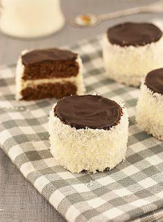 "Ruske kape – šubare / ""Russian hats"" – buttercream mini cakes with coconut – Sweet Corner Jasenka Coconut Milk Recipes, Coconut Desserts, Mini Desserts, Baking Recipes, Cookie Recipes, Dessert Recipes, Mini Cakes, Cupcake Cakes, Cupcakes"