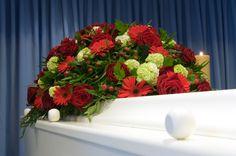Arrangement funéraire, coussin funéraire, agencement rouge, fleurs naturelles, Le jardin d'Andrée-Anne, www.lejardin.ca