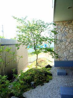 デンタル歯科の窓から見える風景: 甲育屋が手掛けた庭です。 My Furniture, Garden Styles, Terrace, Gardening, Japanese, Modern, Plants, Japan Garden, Balcony